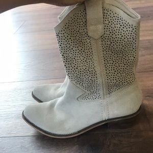 BCBG cream cowboy boots size 8